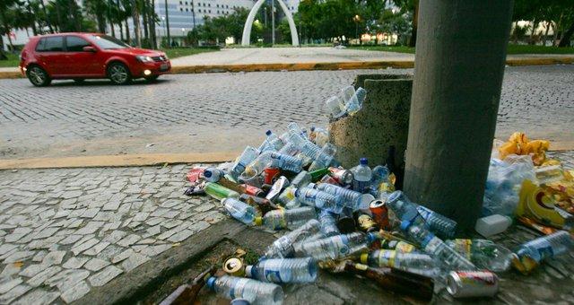 lixo-protesto.jpg.640x340_q85_crop