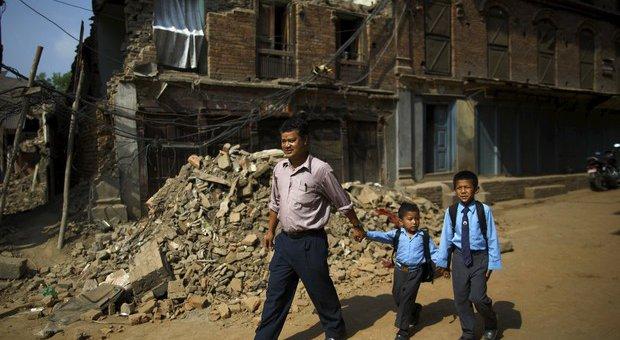 aulas-nepal.jpg.640x340_q85_crop