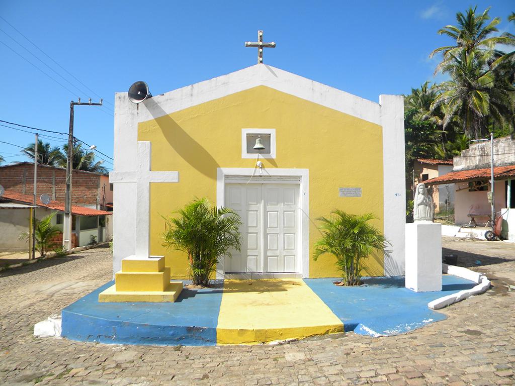 Igreja da praça central abre  de sexta à domingo.