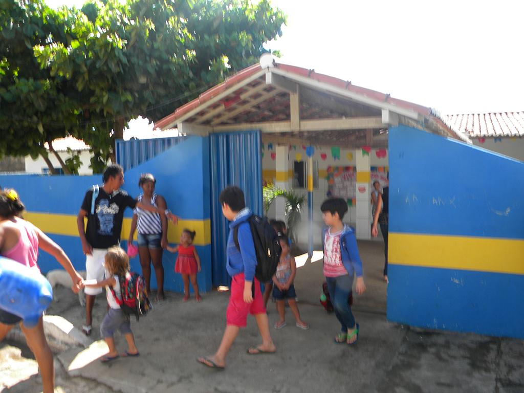 Escola da vila tem ensino até a quarta série fundamental.
