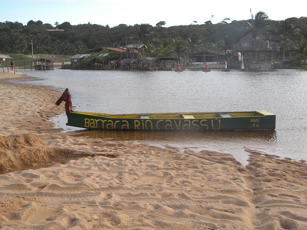 Barco usado para passeio no mangue.