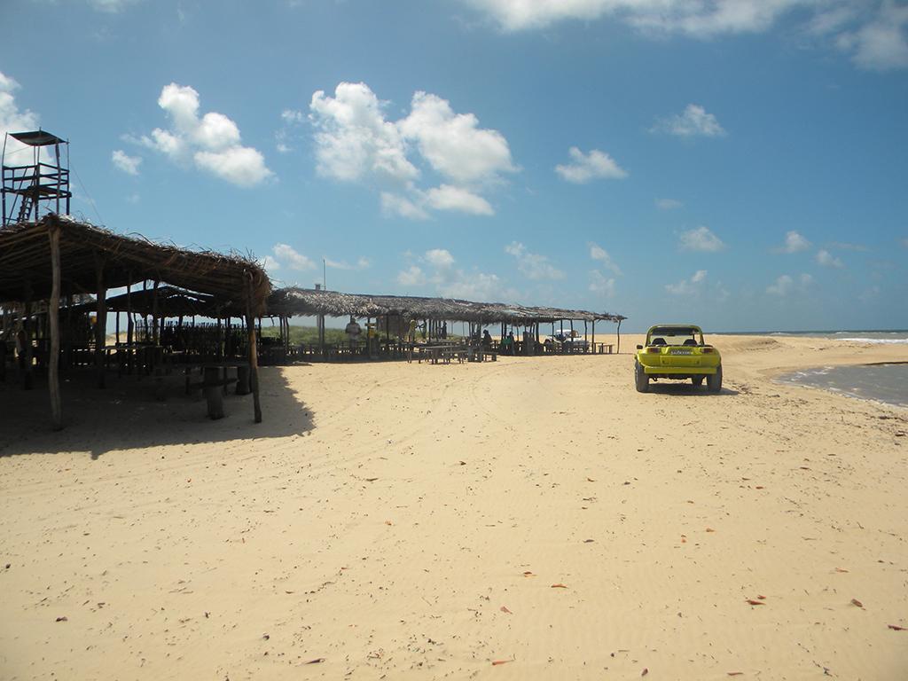 Mangue e encontro das águas do mar e do rio Grajau servem de ponto turístico.