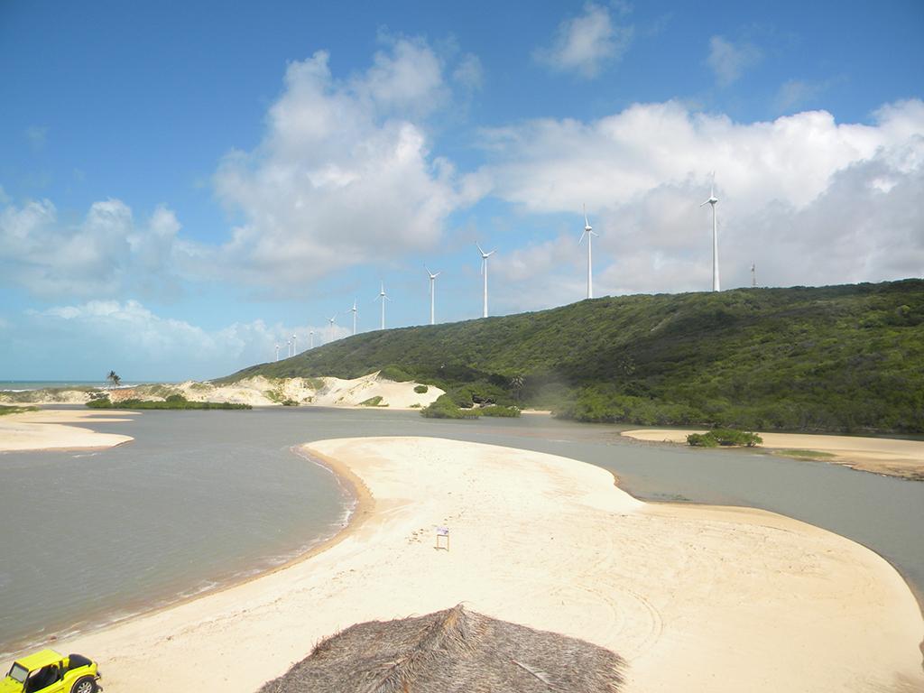 Ventos em abundância favorecem o crescimento de usinas de energia eólica na região.