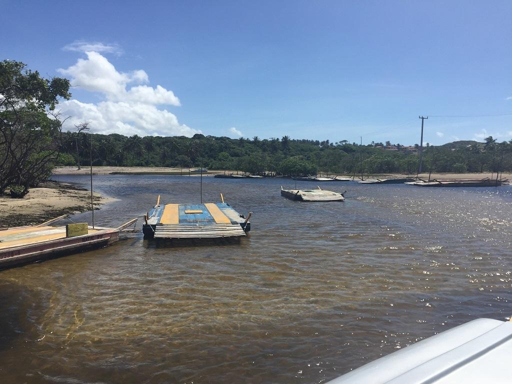 Muita força nos braços para a travessia do mangue do Rio Cunhaú