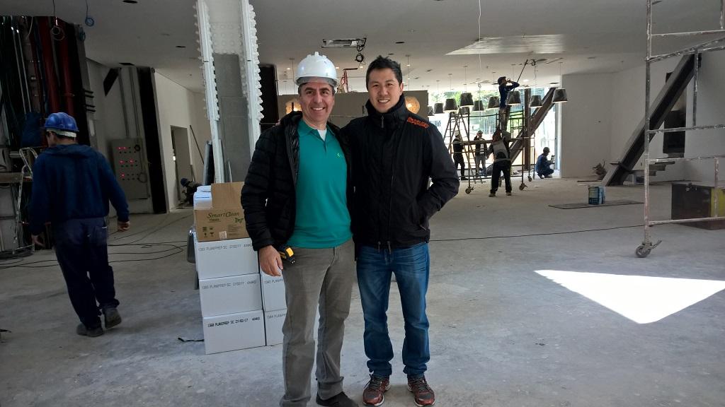 Toni Gandra (proprietário e idealizador da Ecofit) e Frank Wu franqueado