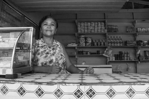 Maria Saraca dos Santos Souza, 43, foi expulsa de suas terras e hoje mora ao lado da rodovia AP-070, no Amapá. (©Otto Ramos/Greenpeace)