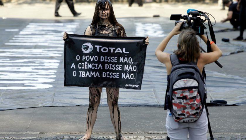 Total Oil Spill Protest in BrazilProtesto Contra a Total com Mancha de Petróleo no Rio de Janeiro