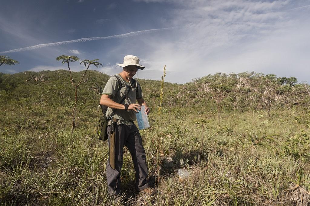 Assunto: Biólogo pesquisador de ratos - Reserva Natural Serra do Tombador   Informação Adicional: RPPN da Fundação Grupo Boticário - Inserida na Reserva da Biosfera do Cerrado Goyaz Local: Cavalcante - GO Data: 11/2016 Autor: Andre Dib